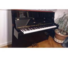 gir oppreist piano yamaha c110A-akustisk-lakk-svart